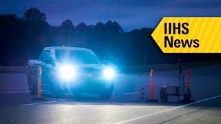 معهد IIHS: معظم المصابيح الأمامية في سيارات البيك أب ضعيفة الإنارة