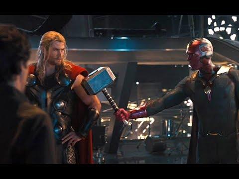 《复仇者联盟2》谁都拿不起来的雷神之锤,他随便就拿起来了,还当做武器用!