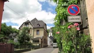 Walk along Biucherstrasse in Steeg near Bacharach by the Rhine…