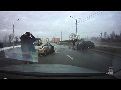 ДТП в Твери на ул. Красина 20.02.2020 Автор видео:  Юлия Бозова