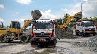 Hino 500 Dump Truck Wheel Loader Komatsu Mixing Delivering CTB Aggregate