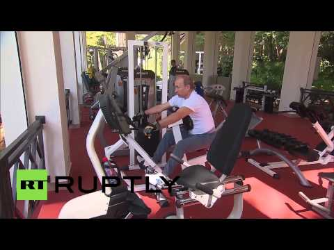 Russia: Putin and Medvedev pump iron in Sochi