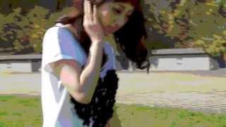 栗原類さんとCF共演した平山佳奈さんが着ているハートモティーフのTシャ...