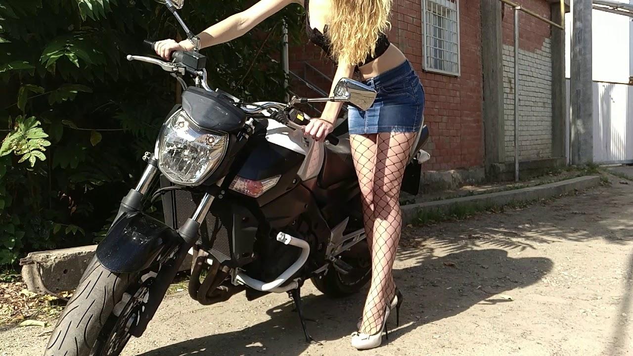 Фото на мотоцикле под юбку, секс муж изменяет жене русское