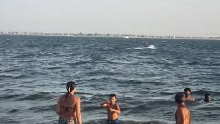 Jugando en la playa plumb beach New York