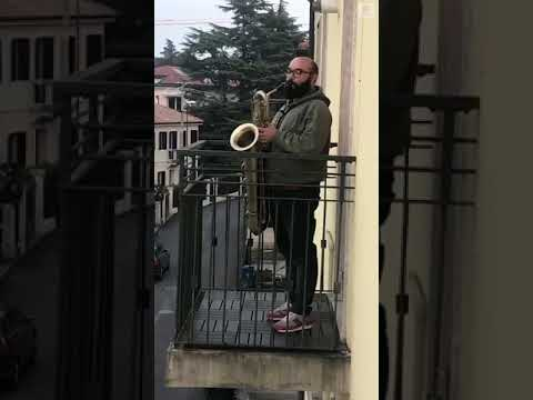 Music teacher performs on balcony in Italy amid coronavirus outbreak | ABC News