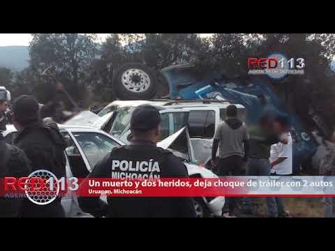 VIDEO Un muerto y dos heridos, deja choque de tráiler con 2 autos