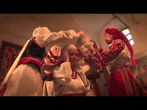 Показ українського традиційного вбрання в Музеї Івана Гончара