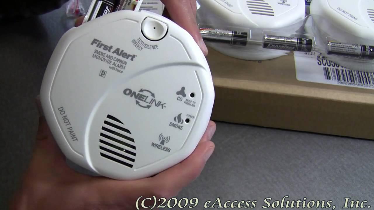 First Alert Wireless Interconnect Talking Battery Operated Smoke & Carbon  Monoxide Alarm - 2pk
