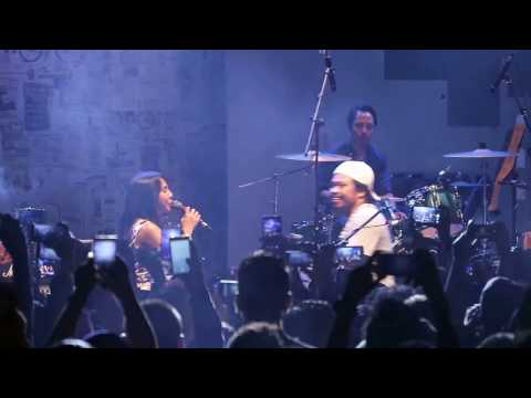 Live Payung Teduh ft. Mocca - Untuk perempuan yang sedang dalam pelukan