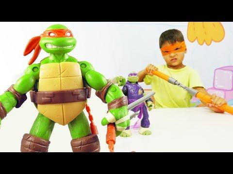 Черепашки ниндзя. Видео с игрушками для детей. Игра с героями против динозавра