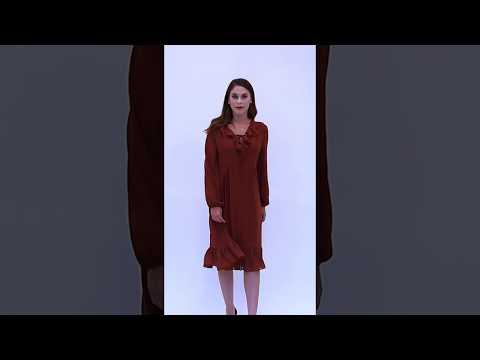 Video: Szyfonowa sukienka z żabotem midi