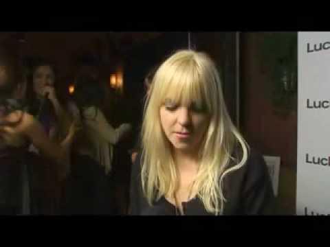 Denim Tour Anna Faris Interview