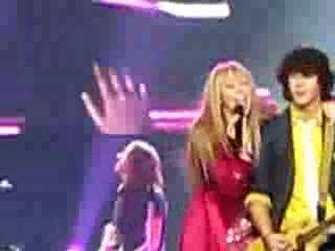 Hannah Montana and the Jonas Brothers - Memphis - Miley Cyrus Kisses Nick Jonas Onstage
