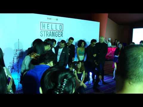 ถ่ายรูปรวมหลังสัมภาษณ์สื่อ @Hello Stranger #Presscon [1/3] : 04.09.2014
