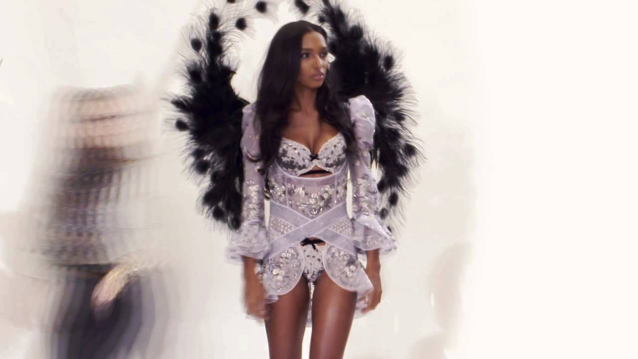 2015 Victoria's Secret Fashion Show - Own the Look: Jasmine in Portrait of an Angel