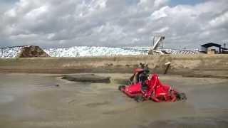 Nuhn Lagoon Crawler - Agitation Boat Crushing Solids