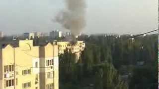 Пожар в Одессе!!!Спасение жителей дома !!!ч-1 /Fire in Odessa, Live Broadcast, Hot News!!!(Видео снято с крыши дома. В нем вы увидите, как огонь захватывает несколько квартир, затем приезжают пожарны..., 2013-08-09T20:03:55.000Z)