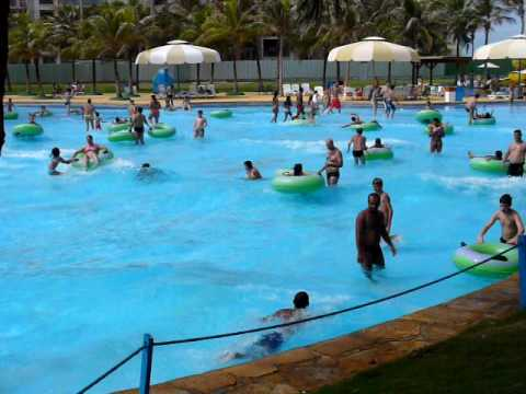 Piscina de ondas beach park fortaleza for Piscina onda