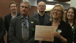 Elizabeth May et Daniel Green, du Parti vert du Canada endossent la DUC
