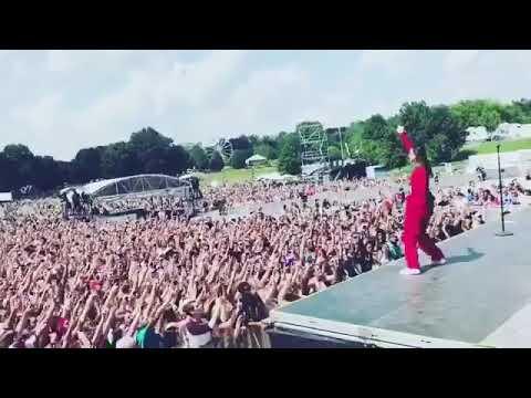 Fans singing New Rules with Dua Lipa at Music Midtown Atlanta 2017