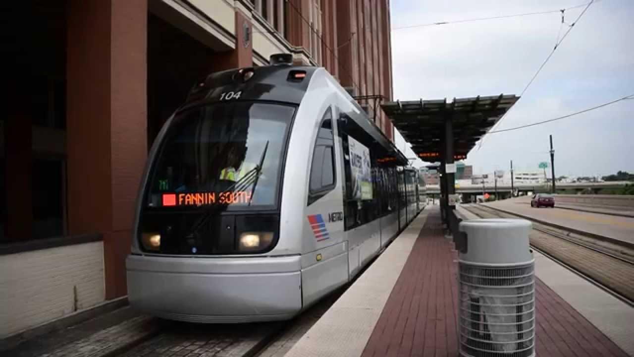 Houston METRO Rail Siemens S70 H1 #104 departing UH-Downtown