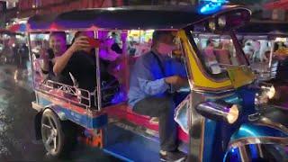 Trấn Thành, Hari, Thu Minh, Trúc Nhân, Ali Hoàng Dương, Lê Giang, Anh Đức và Huỳnh Ân đi xe tuk tuk
