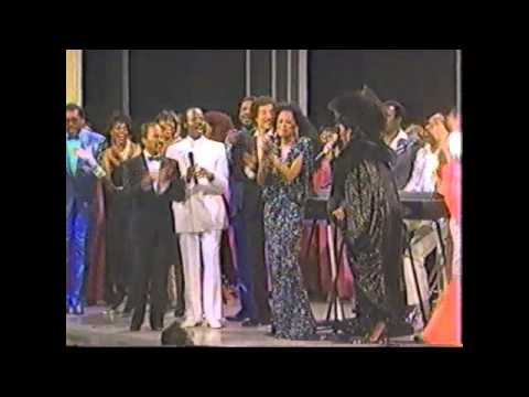 Diana Ross & Patti Labelle - I Wanna Know What Love Is (Live @Apollo Theatre 1985)