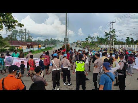 Tuntut Pertanggungjawaban, Warga Korban Kecelakaan Tutup Jalan Cenderawasih Timika