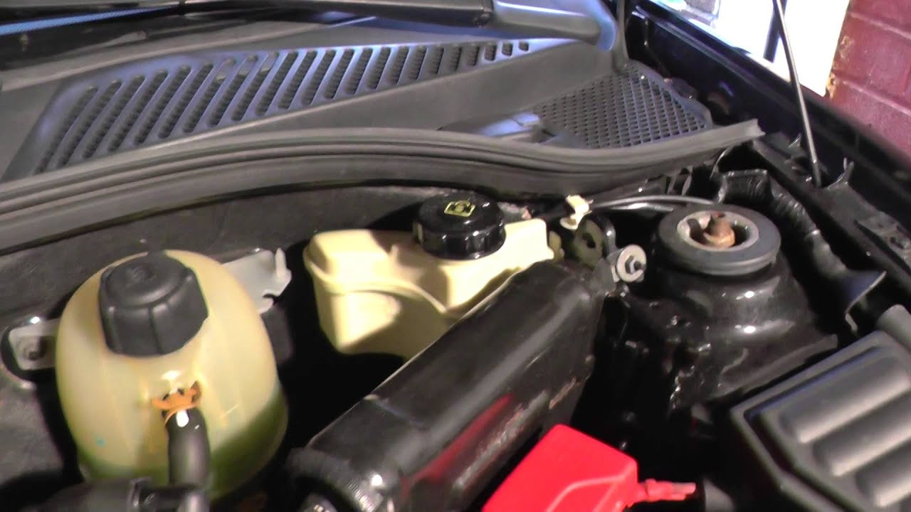 renault clio mk2 power steering fluid top up location
