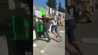 В Калифорнии белые активисты движения Black Lives Matter напали на темнокожего мужчину