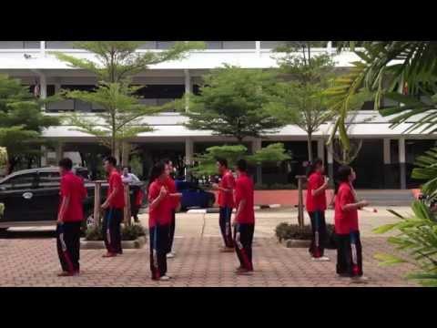 คู่กัด - เบิร์ด ธงไชย (ม.5/1 โรงเรียนสิงห์บุรี 2556)