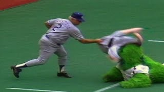LAD@PHI: Lasorda has enough with the Philly Phanatic