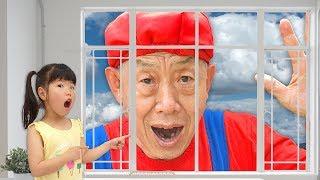 으악!! 할아버지가 커졌어요!! 미니 유니의 마법의 물약 택배 히어로 놀이 플래쉬맨 스파이더맨 앤트맨 거미 대결 Magic Hero Drinks - 로미유 브이로그 Romiyu