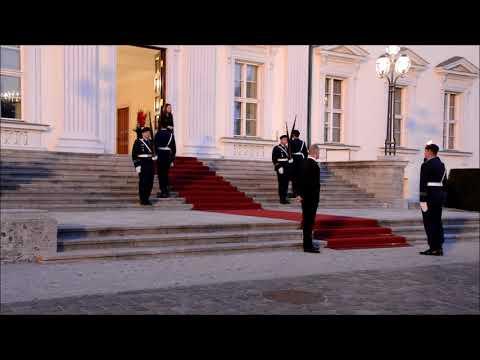Ehrenposten Ablösung Schloss Bellevue III