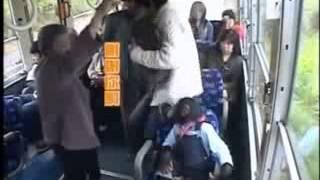 yaşlı insana  ver veren maymun bundan  ders alın