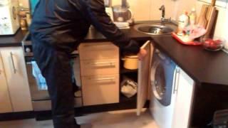 видео Сушилка для посуды в шкаф: выбор и советы