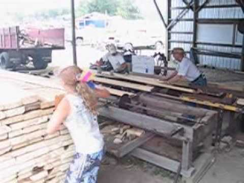 how to use a sawmill