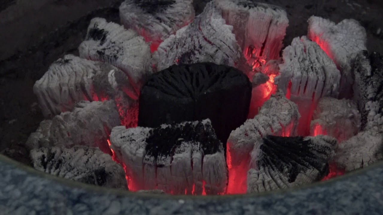 ほっこり炭火 Charcoal fire 〜火鉢で岩手ナラ炭がゆっくり燃える