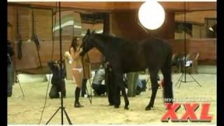 Съемка для журнала Maxim Corbina.tv: девушка и лошадь