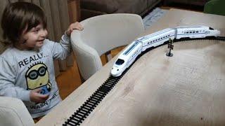 Fatih Selim trene tuzak kuruyor ama tren tuzaklardan kurtulmayı başarıyor.