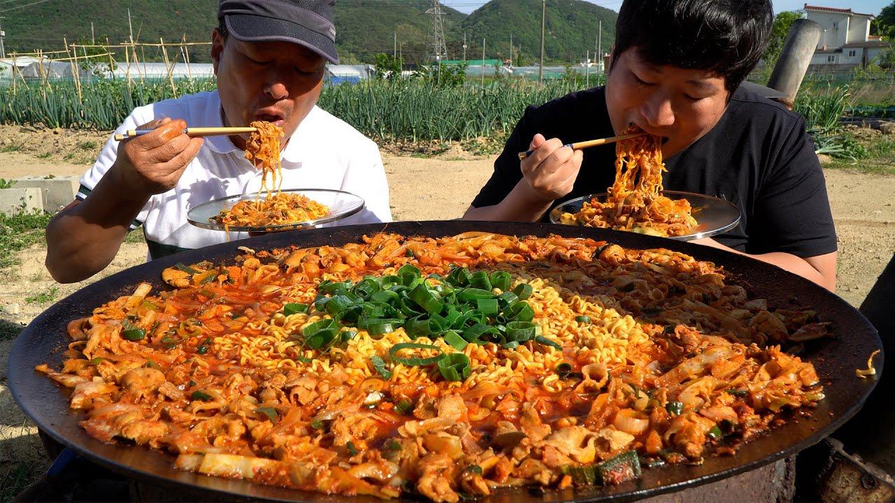 대패삼겹살을 이용한 불맛나는 고기짬뽕라면! (Smoke-flavor spicy instant noodles) 요리&먹방!! - Mukbang eating show