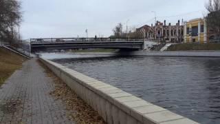 Набережная 1 мая Астрахань(Река Волга и Адмиралтейский мост через канал 1 мая. Все видео канала Путешествуем с детьми: https://www.youtube.com/c/Trave..., 2017-02-10T04:23:40.000Z)