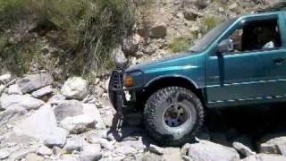 Isuzu Rodeo rock crawling 2