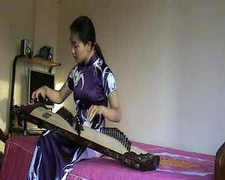 Mua Tren Pho Hue. Dan Tranh