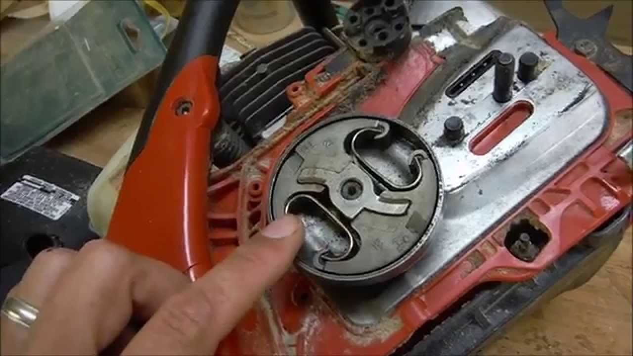 jonsered 2255 clutch removal and oil pump repair youtube rh youtube com Jonsered Chain Saw Parts Model 90 Jonsered Chainsaws Dealers in USA