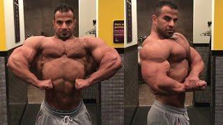 IFBB Pro 212 Ahmed El Wardany - Locker room muscle checking
