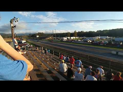 Mustang Race and Camaro Race - Eastside Speedway