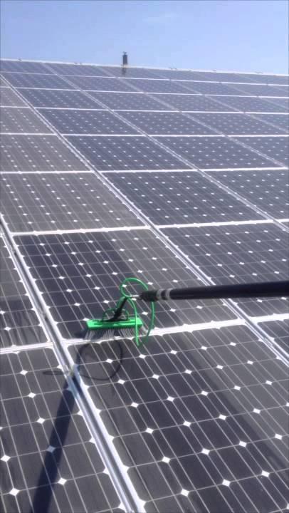 nettoyage des panneaux solaires photovolta ques avec les perches eau pure brico net propret. Black Bedroom Furniture Sets. Home Design Ideas