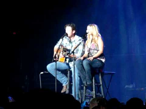 Blake Shelton and Miranda Lambert singing